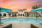 Fachada com piscina no Resort Windsor at Westside